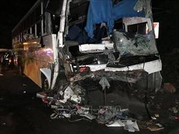 Xe khách đâm trực diện xe tải làm 76 người thương vong
