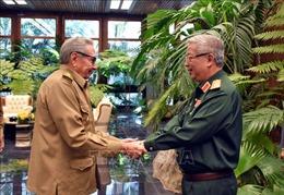 Đại tướng Raul Castro tiếp Thượng tướng Nguyễn Chí Vịnh