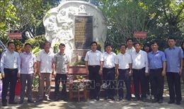 Dâng hương tưởng niệm các liệt sĩ Thông tấn xã Giải phóng tại Di tích căn cứ Khu ủy V