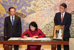 Phó Chủ tịch nước ghi sổ mừng nhân dịp Nhà Vua Nhật Bản Naruhito lên ngôi