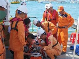 Đưa thuyền viên bị tai nạn lao động trên biển vào cảng Nha Trang