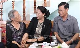 Chủ tịch Quốc hội thăm mẹ Việt Nam anh hùng, gia đình chính sách tại Phú Yên