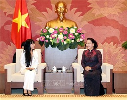 Chủ tịch Quốc hội Nguyễn Thị Kim Ngân tiếp Nhóm nghị sĩ hữu nghị Pháp-Việt