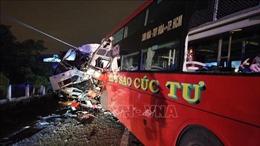 Xe khách đối đầu xe tải ở Bình Thuận, hai tài xế tử vong