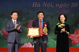 Mười cán bộ Công đoàn vinh dự nhận Giải thưởng Nguyễn Văn Linh lần thứ I