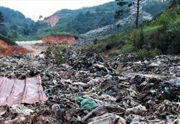 Lâm Đồng: Sẽ hỗ trợ hộ dân bị thiệt hại do hàng ngàn tấn rác vùi lấp đất vườn