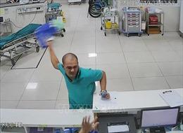 Nam bệnh nhân hành hung nhân viên y tế ở Quảng Bình