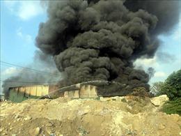 Huy động 5 xe cứu hỏa khống chế vụ cháy xưởng linh kiện điện tử phố Nguyễn Xiển