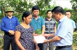 Tìm kiếm người mất tích, thăm hỏi các gia đình bị thiệt hại do mưa lũ