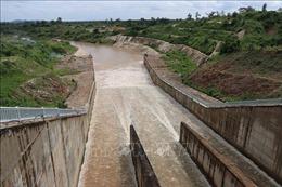 Lãnh đạo Bộ NN&PTNT kiểm tra hiện trạng khu vực tưới thủy lợi Ia Mơr