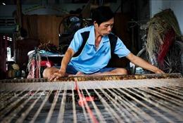 Đưa làng nghề dệt chiếu xã Long Định vào 'bản đồ' du lịch