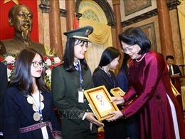 Phó Chủ tịch nước Đặng Thị Ngọc Thịnh gặp mặt Đoàn đại biểu học sinh, sinh viên, thanh niên dân tộc thiểu số xuất sắc, tiêu biểu