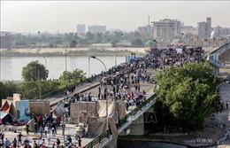 Người biểu tình kiểm soát cây cầu thứ ba tại Baghdad