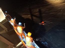 Cứu thành công 11 người trên tàu bị nạn trong điều kiện thời tiết nguy hiểm