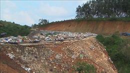 Khẩn trương khắc phục vụ sạt lở bãi tập kết rác Bù Đăng, Bình Phước