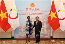 Phó Thủ tướng, Bộ trưởng Ngoại giao Phạm Bình Minh hội đàm với Tổng Thư ký Tổ chức quốc tế Pháp ngữ