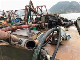 Bắt quả tang 6 tàu khai thác cát trái phép trên sông Hốt