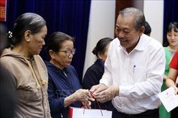 Phó Thủ tướng Thường trực Trương Hòa Bình thăm và tặng quà Tết tại Quảng Nam