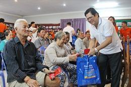 Tặng quà Tết cho 100 gia đình gốc Việt sinh sống tại Campuchia
