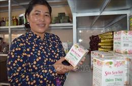 Phụ nữ khởi nghiệp với những sản phẩm 'sinh ra từ làng'