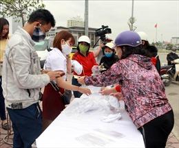 Bắc Giang dừng tập trung đông người, thực hiện giữ khoảng cách 2m