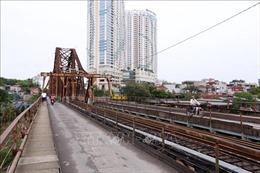 Những cây cầu ở Hà Nội đã vắng bóng người qua
