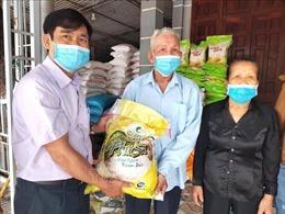 Hai gia đình ở Hà Tĩnh ủng hộ hơn 2,5 tấn gạo để phòng chống dịch COVID-19