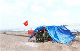 'Lá chắn thép' chặn dịch COVID-19 nơi lối mòn biên giới Việt Nam-Campuchia