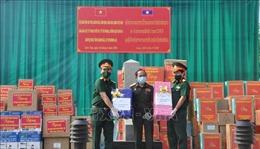 Hỗ trợ vật tư y tế cho các địa phương của nước bạn Lào chống dịch COVID-19