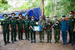 Chính ủy Quân khu 7 thăm các chốt chống dịch COVID-19 trên tuyến biên giới tỉnh Tây Ninh