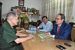Thăm hỏi, tri ân các đơn vị, cá nhân tiêu biểu trong Chiến dịch Hồ Chí Minh