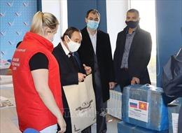 Người Việt ở thành phố Irkutsk tặng khẩu trang cho chiến dịch tình nguyện