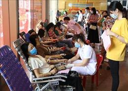 Hàng trăm người tham gia Ngày hội hiến máu tình nguyện tại Ninh Bình