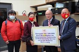Cộng đồng người Việt quyên tặng 100.000 khẩu trang cho 16 bang của Đức