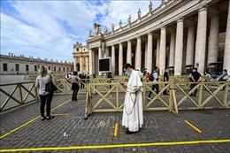 Vatican: Du khách đến Nhà thờ Thánh Peter vẫn phải thực hiện giãn cách xã hội