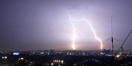 Giông bão kèm theo sấm sét gây hư hại Đền Taj Mahal,Ấn Độ