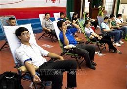 Hàng trăm người tham gia Ngày hội hiến máu 'Giọt hồng đất Kiên Giang'2020