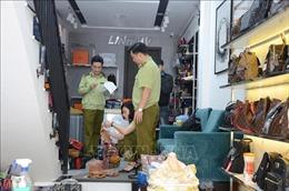 Thu giữ gần 2.000 sản phẩm hàng hóa giả mạo nhãn mác, xuất xứ