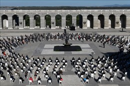 Tây Ban Nha tưởng niệm các nạn nhân tử vong vì COVID-19
