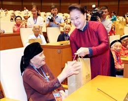 Chủ tịch Quốc hội gặp mặt 300 Bà Mẹ Việt Nam Anh hùng