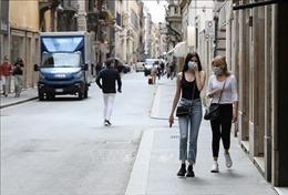 Italy phạt nặng người không đeo khẩu trang khi đi mua sắm