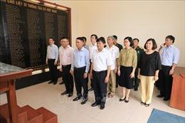 Thông tấn xã Việt Nam dâng hương tưởng niệm các liệt sĩ