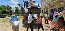 Cần Thơ gửi hàng nghìn tấn quà tình nghĩa tới bà con gốc Việt tại Campuchia