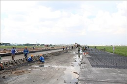 Hoàn thành giai đoạn 1 cải tạo đường cất hạ cánh sân bay Tân Sơn Nhất trong năm 2020