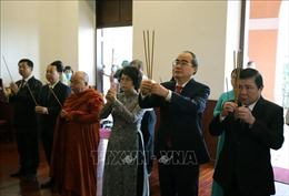 Lãnh đạo TP Hồ Chí Minh dâng hương Chủ tịch Hồ Chí Minh và Chủ tịch Tôn Đức Thắng