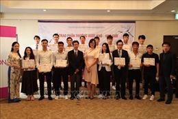 Trao quà khuyến học cho các thực tập sinh Việt Nam tại Nhật Bản giỏi tiếng Nhật
