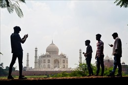 Đền Taj Mahal mở cửa trở lại dù dịch bệnh tại Ấn Độ diễn biến phức tạp