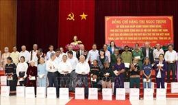 Phó Chủ tịch nước tặng quà cho người có công, trao bổng cho học sinh nghèo tại Gia Lai