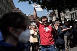 Cảnh sát Thụy Sĩ giải tán hàng trăm người tham gia lễ hội đường phố trái phép