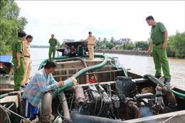 Xử lý hai ghe hút trộm cát sông tại Trà Vinh